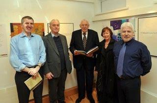 Máirtin Ó Muilleoir, Aodán Mac Póilin, Ian Paisley, Beth Porter agus Sammy Douglas ag seoladh an taispeantais