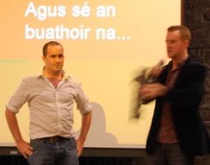 Féilim Borland agus Tomaí Ó Conghaile, nós*, ag glacadh lena ngradam